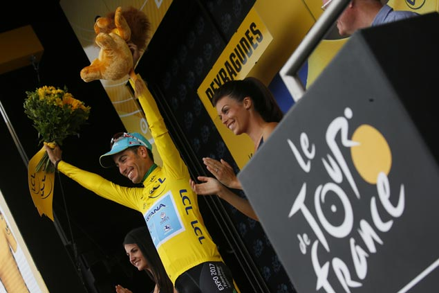 Romain Bardet wins Stage 12 as Fabio Aru takes Tour de France lead over Chris Froome