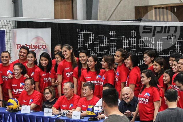PH women's volleyball team to go on 'social media diet' while training in Japan