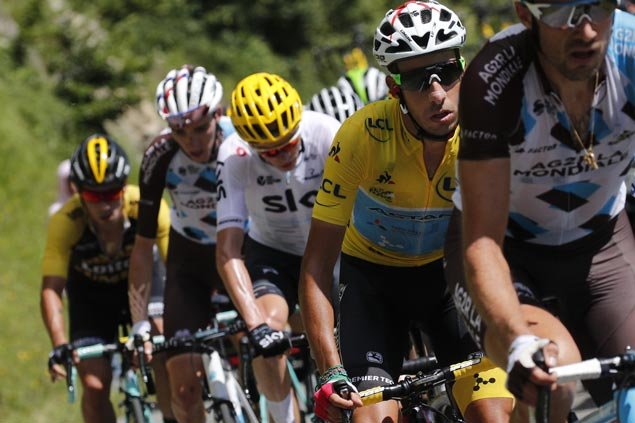 Chris Froome back in yellow as Fabio Aru cracks in final stretch in Stage 14