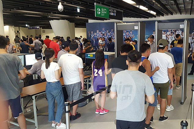 Hundreds of Pinoy OFWs turn up on day off to give Gilas a boost in Taipei face-off