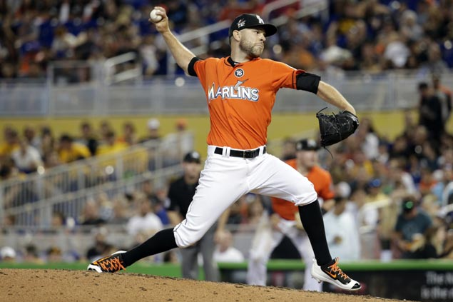 Marlins trade versatile relief pitcher David Phelps to Mariners for four prospects