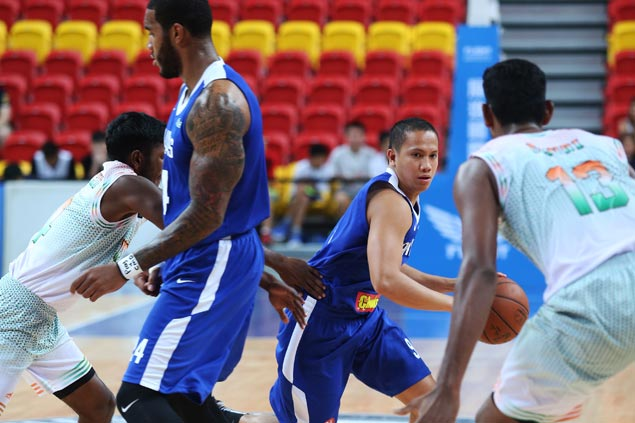 Former college rivals Vosotros, Pessumal combine to give Gilas a spark off the bench