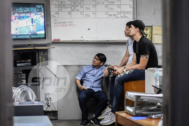Marc Pingris still finds time to watch Gilas plays Iran in the midst of Star-Blackwater game