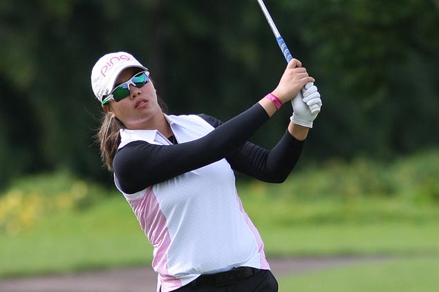 Pauline del Rosario tied for lead with one round to play at Riviera