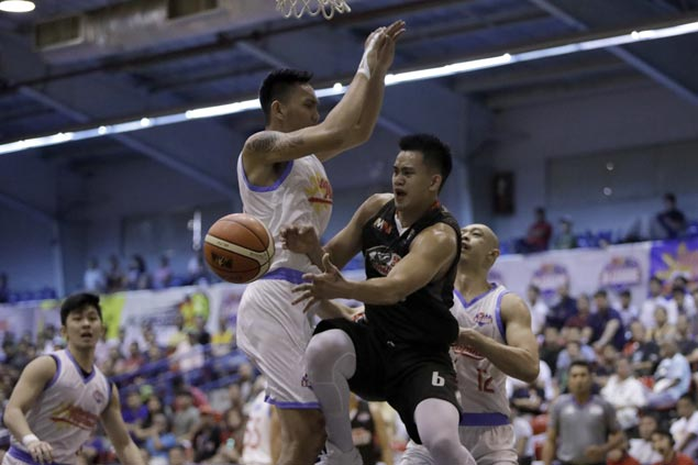 Raymar Jose takes charge as Cignal downs Marinero in opener of D-League semis series