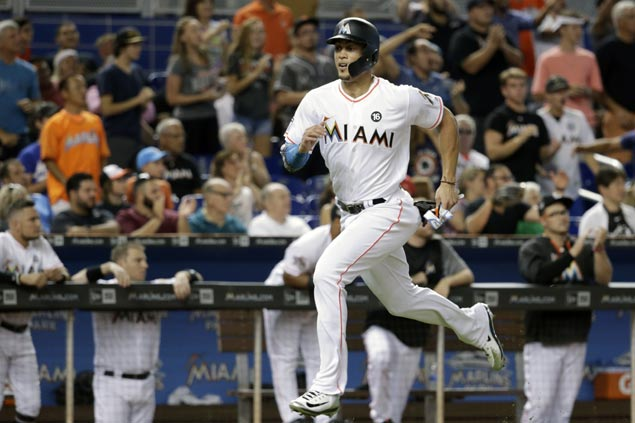 Giancarlo Stanton smashes homerun for sixth straight game, extends Marlins mark to 44 homers