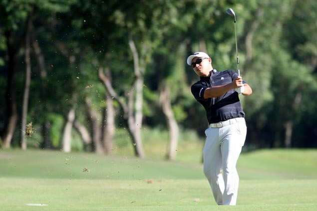Angelo Que back on top as Miguel Tabuena stands just a stroke off entering final round of Aboitiz Invitational