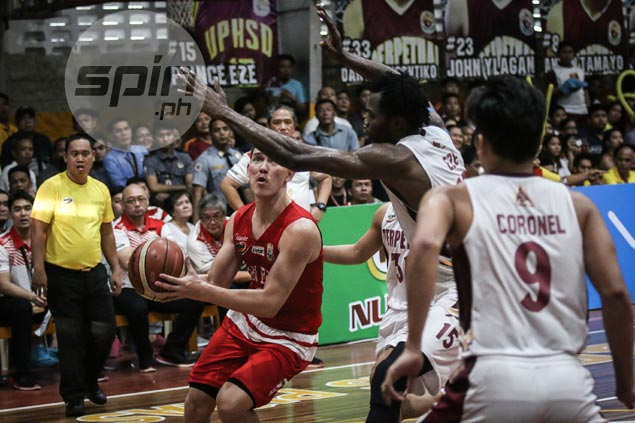 Struggling from the field, Robert Bolick steady from the stripe in shaky endgame for Lions