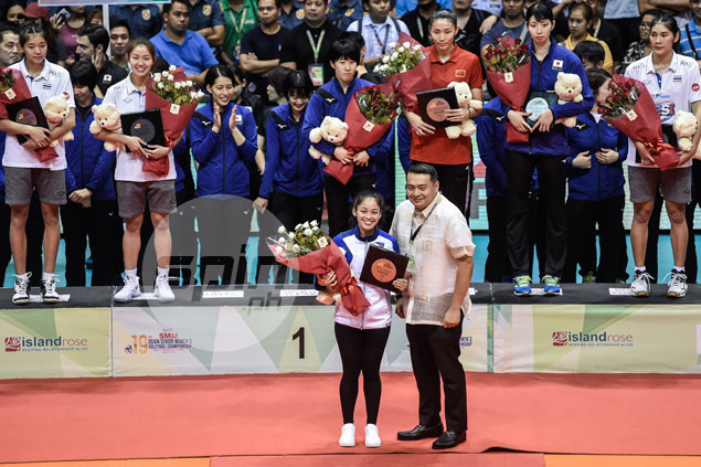 Dwarfed by fellow AVC standouts, Macandili stands 10 feet tall in eyes of countrymen