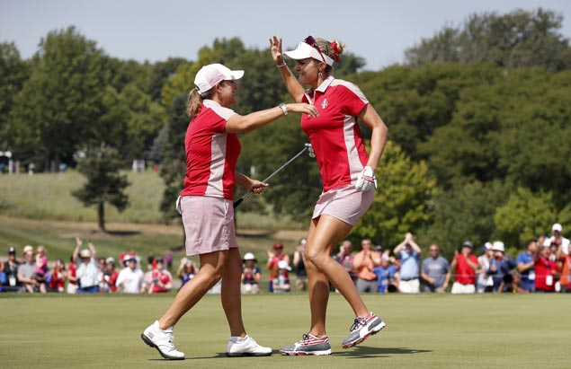 US sweeps Solheim Cup fourball matches to take three-point lead over Europe