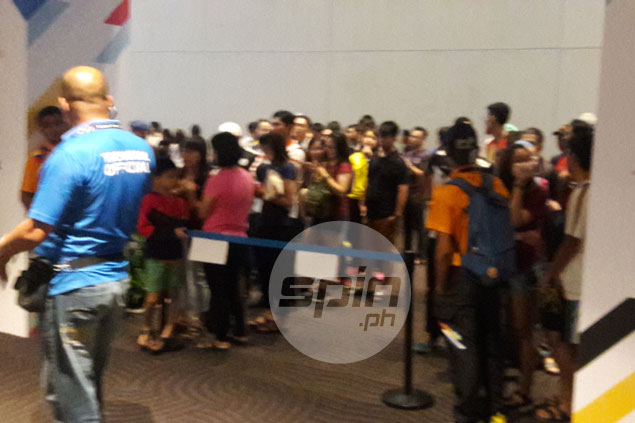 If you want to watch PH volleyball games in KL, better line up very early. Here's why