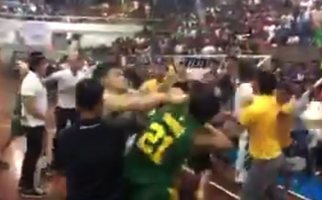 La Salle-FEU match halted in Davao as players trade punches in bench-clearing brawls
