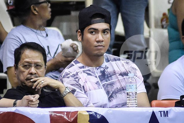 Tough guy Dave Marcelo left teary-eyed by goodbye from Ginebra teammates after trade