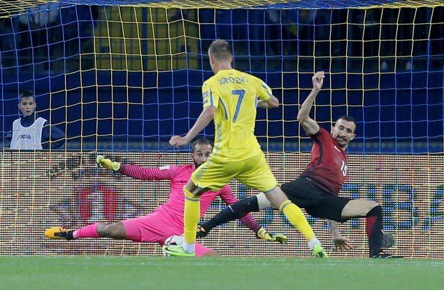Andriy Yarmolenko nets first-half brace as Ukraine downs Turkey to top group