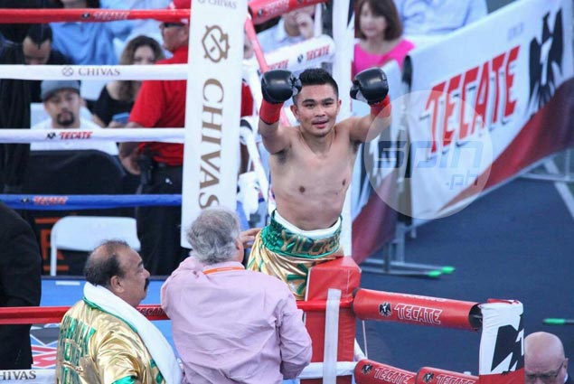 Brian Viloria scores fifth-round stoppage of Miguel Cartanega