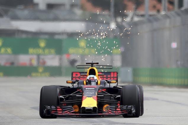 Daniel Ricciardo crushes personal lap record in setting fastest lap at first Singapore GP pracice