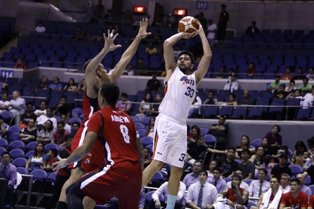 Ranidel de Ocampo sees limited time but makes solid impact in winning debut with Meralco