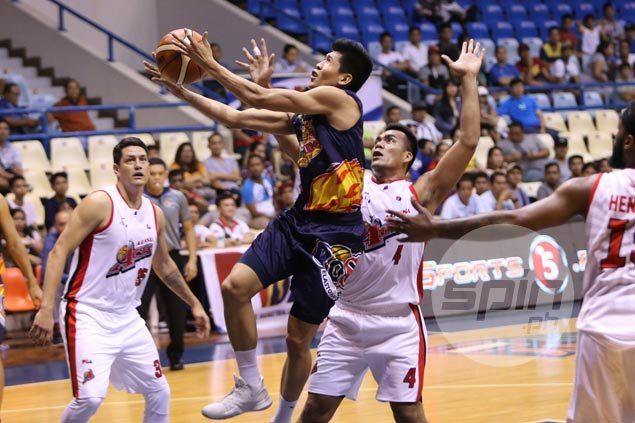 Rain or Shine demolishes undermanned Alaska to stay alive in Top Four race