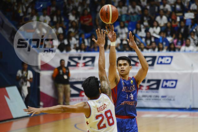 Michael Canete, Lervin Flores lead Arellano over EAC in wild finish to keep Final Four hopes alive
