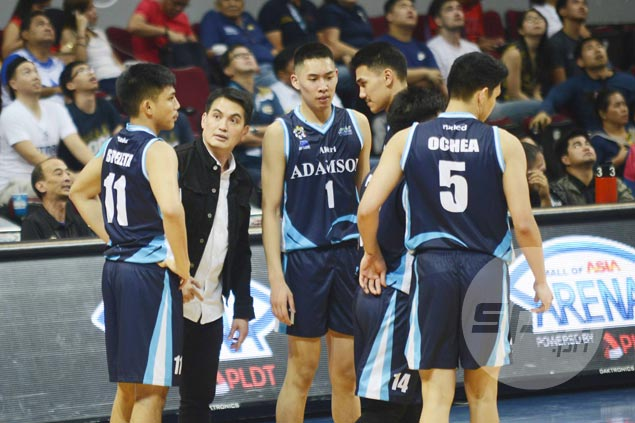 Franz Pumaren takes leave from Globalport to focus on Adamson Falcons in UAAP