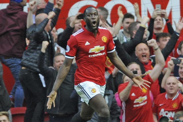 Romelu Lukaku first-half strike powers United to victory in tough match against Southampton