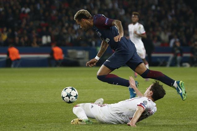 PSG unstoppable on the break as Alves, Cavani Neymar score in rout of Bayern