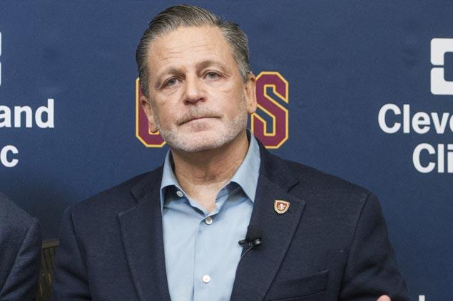 Cavs owner gets 'vile' voicemails after LeBron James called Donald Trump a 'bum' on Twitter
