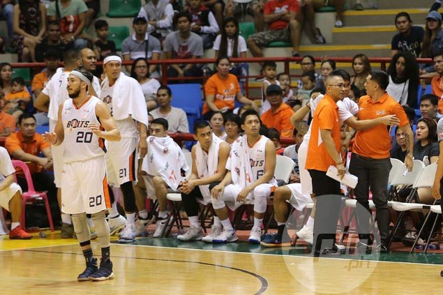 Trouble brewing in Bolts camp with Alapag, Nabong commotion late in Meralco comeback