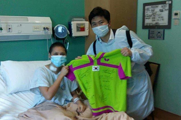 Athens table tennis champ Ryu Seung-min brings cheer as he visits ailing fellow Olympian Ian Lariba