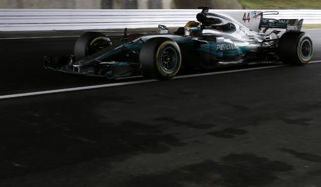 Lewis Hamilton closes in on Formula 1 title with victory in Japanese GP