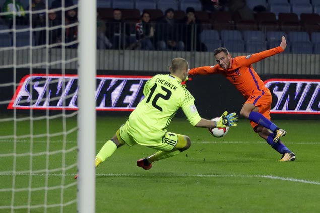 Netherlands holds on to slim World Cup hopes after nipping Belarus