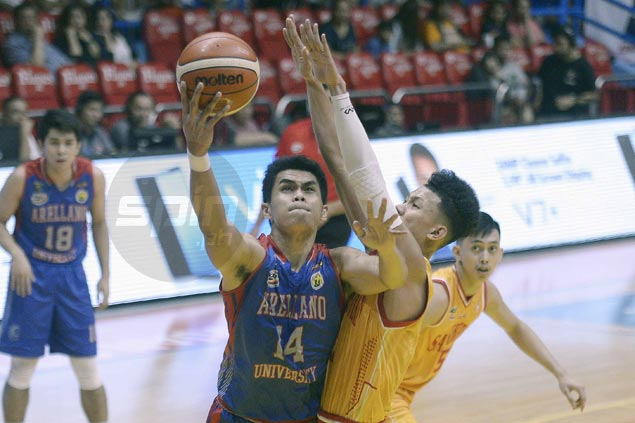 Chiefs overcome Kent Salado's early exit to down Stags and sustain late push for semis spot