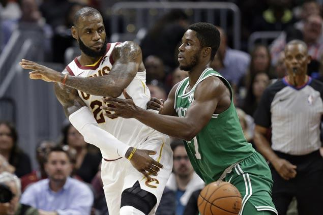 LeBron shows no sign of ankle problem, Hayward suffers horrific injury as Cavs nip Celtics in NBA opener