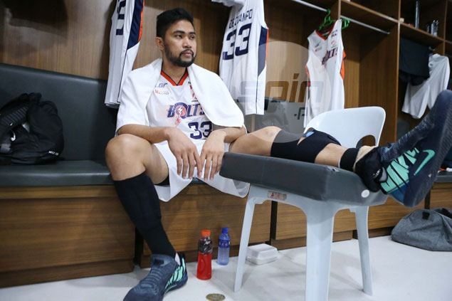 No end to Meralco woes as Ranidel De Ocampo leaves Game 3 with suspected calf tear