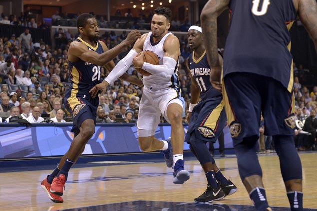 Rookie Dillon Brooks makes presence felt early as Grizzlies down Pelicans in opener