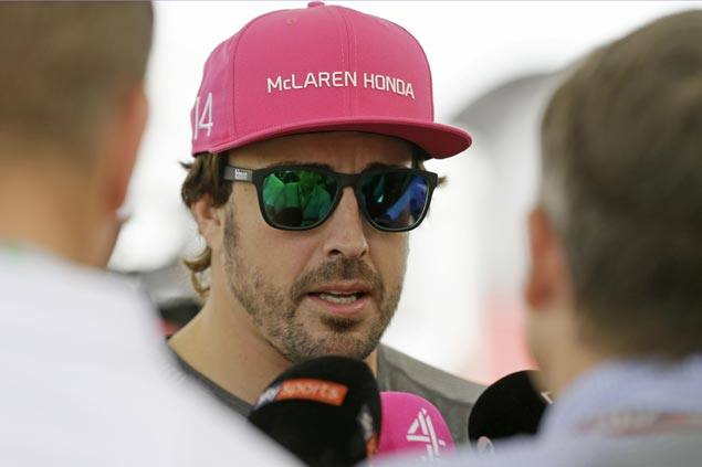 Fernando Alonso signs contract extension with McLaren through 2018 F1 season
