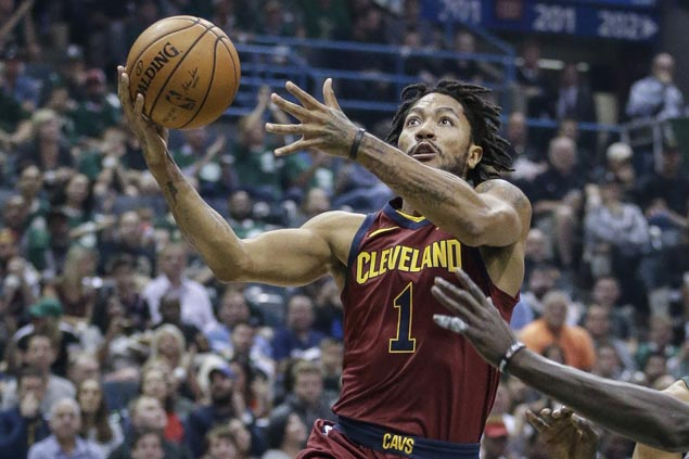 Derrick Rose rejoins Cavs after contemplating on future as oft-injured star resumes rehab on ankle