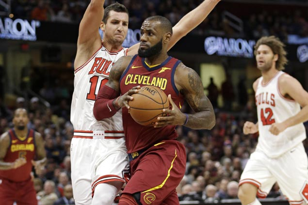 Cavs starting to find right mix as LeBron James dazzles in rare start at point guard