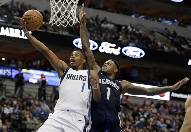 Rookie Dennis Smith leads Mavs to first win of season, at expense of erstwhile unbeaten Grizzlies
