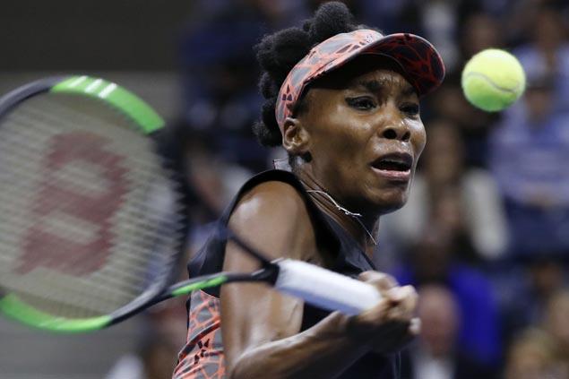 Venus Williams grinds out win vs Garbine Muguruza to reach semifinals at WTA Finals