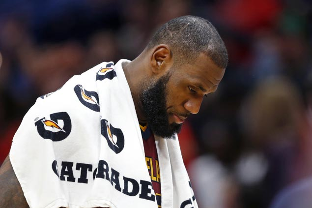 LeBron shrugs off Cavs' sluggish start to season: 'I'm not about to go crazy over it right now'