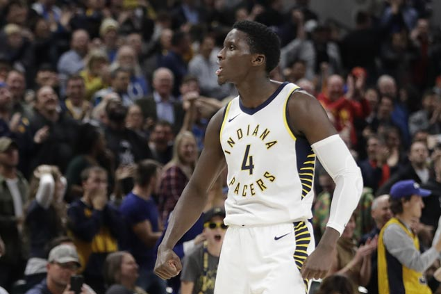 Victor Oladipo hits triple to cap Pacers rally against Spurs