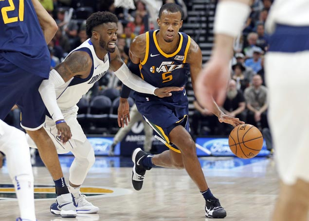 Rodney Hood sparks third quarter blitz as Jazz rally to hand Mavs third straight loss