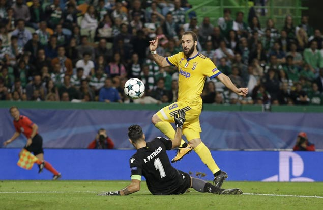 Gonzalo Higuain scores late as Juventus salvages draw with Sporting Lisbon in Champions League