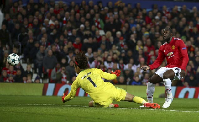 Man United scores another win as Benfica teen keeper Mile Svilar slips again