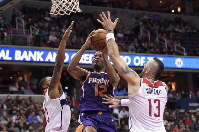TJ Warren scores career-high 40 to cancel out Bradley Beal's season-high 40 as Suns nip Wizards