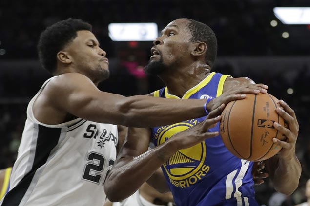 Warriors regain focus after another lethargic start to close out gritty but shorthanded Spurs