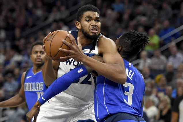 Karl-Anthony Towns shows way as Timberwolves rip slumping Mavericks for fourth straight win