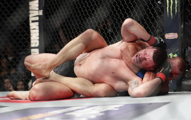 Georges St. Pierre shows no rust, chokes out Michael Bisping in third round to bag UFC title