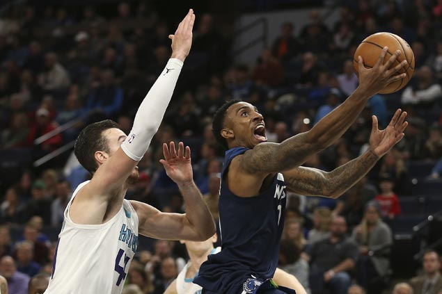 Timberwolves use balanced offense to ease past Hornets